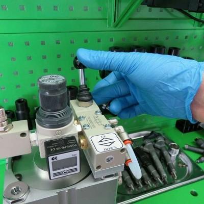 DL-PNP08. Пневматический пресс Пневматический пресс для запрессовки ограничительной втулки регулировочной шайбы магнитного зазора форсунок Common Rail Bosch с диапазоном давления 0 - 8 бар.  пневматический пресс адаптер DL-CRN30914 толкатель DL-CRN30921 адаптер DL-CRN30915 толкатель DL-CRN30920  #diesellandservice #dieselbel #dieselland #dieselclub #dieseltest #commonrail #commonrailbosch #commonrailsiemens #commonrailservice #commonrailkillers #commonrailkings #дизельсервис #ремонтфорсунок #Boquilla #BoquillaBosch #Reparacióndeinyectorescommonrai #RecuperacióndeinyectoresBosch