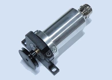 Электродвигатель 12 вольт 1000 об/мин в защитном кожухе с кронштейном крепления и шкивом — DL-NG50199